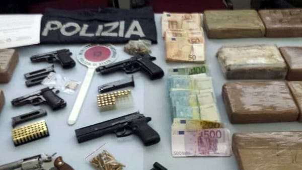 Pedinati da Cisterna a Vasto e arrestati con 15 chili di cocaina: la droga era destinata all'Abruzzo