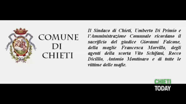 VIDEO I Anche a Chieti un lenzuolo bianco sul municipio per ricordare la strage di Capaci