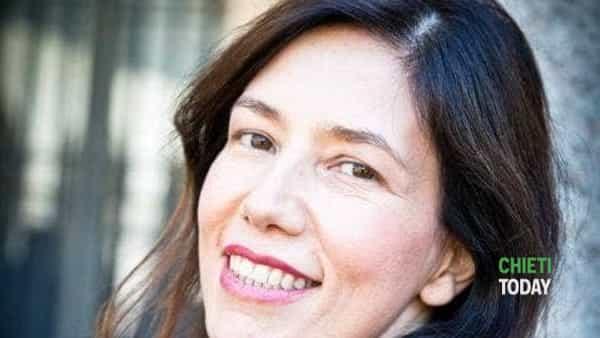 """Beatrice Fazi porta a Chieti """"Cinque donne del sud"""" per beneficenza"""