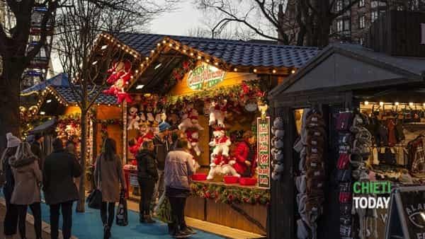 Natale si avvicina: festa dell'Avvento con il falò e i mercatini