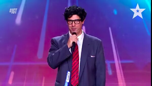 VIDEO - Da Ortona al palco di Italia's got talent, con il costume da Superman Giustino vola dritto in finale