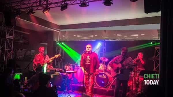 I CAASband suonano i successi di Carlos Santana allo Stammtisch Tavern