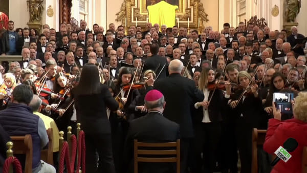 Video | Cattedrale stracolma: le note del Miserere da sempre commuovono i teatini