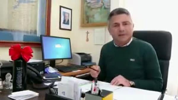 """VIDEO - Caldari zona rossa, il sindaco Castiglione si commuove nel messaggio ai cittadini: """"Cerchiamo di aiutarci"""""""
