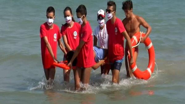 Salvamento in mare: corso di assistenti bagnanti a Francavilla [Video]