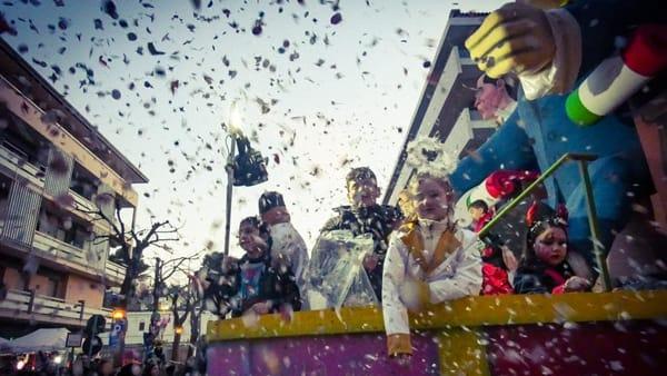 Il Carnevale d'Abruzzo anima Francavilla con tre sfilate e tanto divertimento