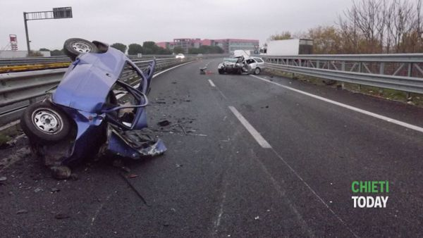 Incidente a Dragonara, auto contromano sull'asse attrezzato: due morti