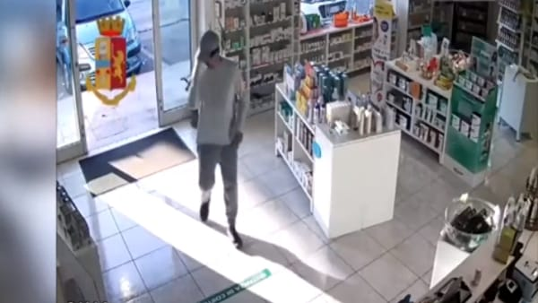 Rapina in parafarmacia a Pescara: teatino arrestato [VIDEO]