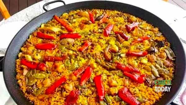 Cena valenciana con paella e tortilla a Tapaz Food Experience