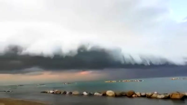 Shelf cloud sulla costa: le straordinarie immagini da Francavilla al mare