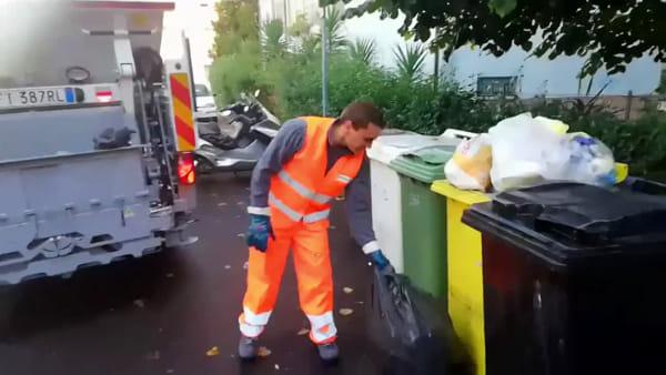 """Tour tra i rifiuti: cassonetti stracolmi e sacchi della spazzatura non differenziati. """"In molti non rispettano le regole"""""""