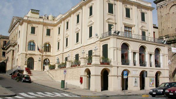 """Isaia Sales presenta il suo """"Storia dell'Italia corrotta"""" a Lanciano"""