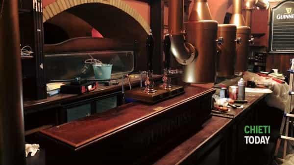 Ripartono le spillatrici del St. James: riapre lo storico pub teatino di Porta Pescara