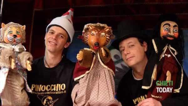 Un Pinocchio moderno nel teatro dei burattini a Ortona