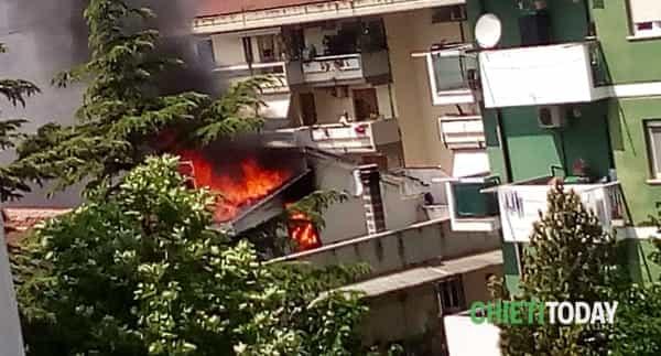 Incendio Chieti Scalo 2 (foto Twitter)-2